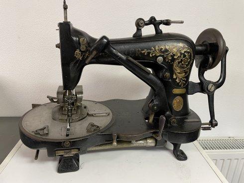 historický / starožitný dirkovací šicí stroj Singer
