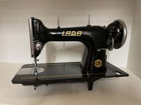repasovaný šicí stroj LADA 121 černá šlapací