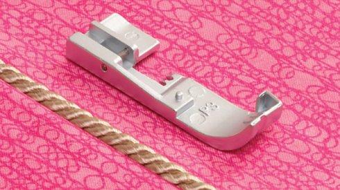 Patka pro všívání paspulek a dutinek, lampasů 3mm
